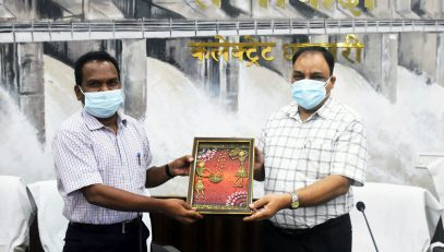 SIO being felicitated by the Collector