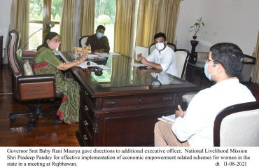 Governor having a meeting with Additional Executive Officer, National Livelihood Mission Shri Pradeep Pandey and others.