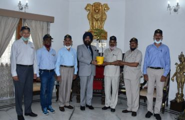 Representatives of ex servicemen led by Shri R N Aswal called on Governor.