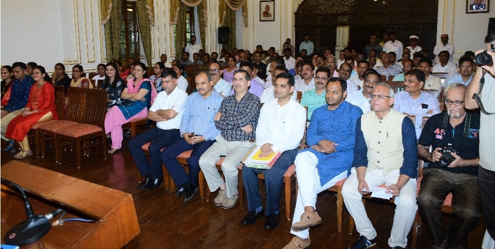 Governor Bhagat Singh Koshyari gave farewell to retiring Jamadar Vilas More at Raj Bhavan, Mumbai