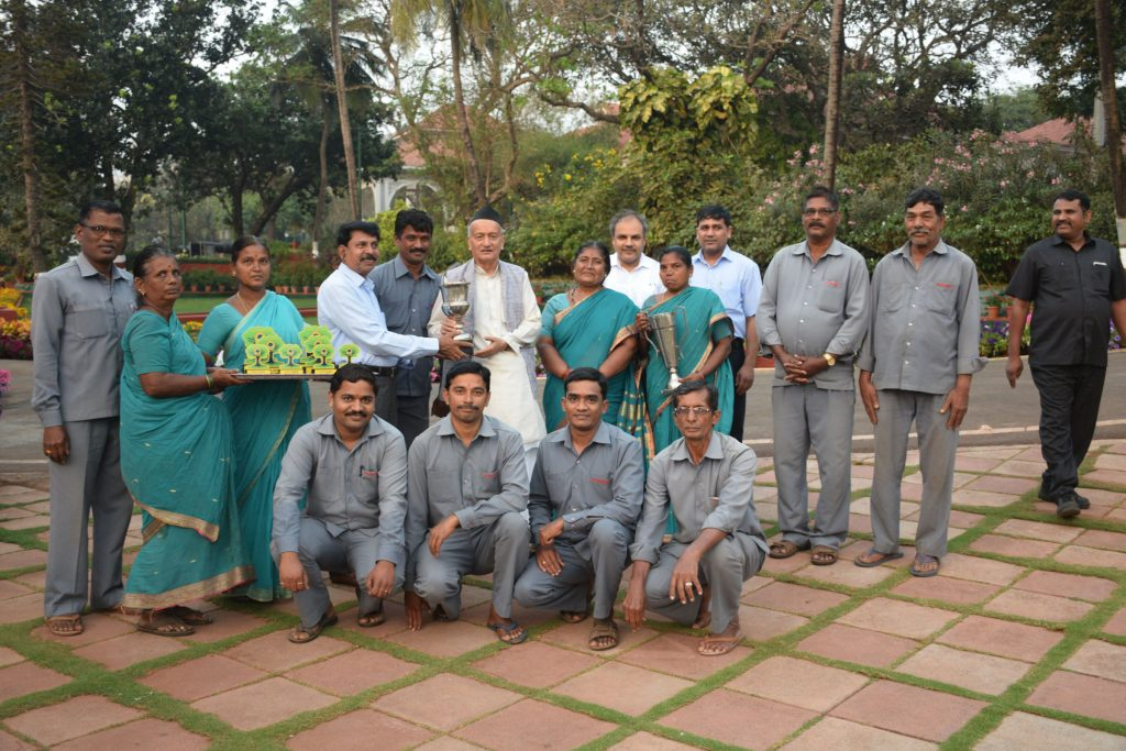 Governor Bhagat Singh Koshyari invited the Garden Superintendent and the gardening staff and congratulated them for their dedicated work and received top two Rolling Trophies in the Garden Competition at the 59th Annual Vegetable, Fruit and Flower Show that concluded in Mumbai