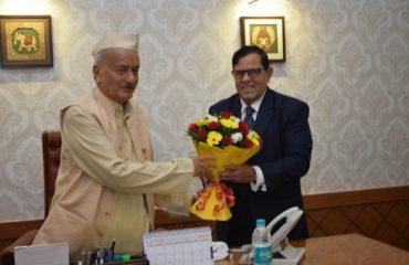 राज्याचे मुख्य सेवा आयुक्त स्वाधिन क्षत्रिय यांनी राज्यपाल भगत सिंह कोश्यारी यांची राजभवन, मुंबई येथे सदिच्छा भेट घेतली
