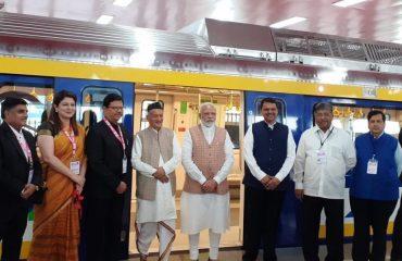 पंतप्रधान नरेंन्द्र मोदी यांच्या उपस्थितीत तीन मेट्रो मार्गिकेचा पायाभरणी कार्यक्रम मुंबईतील एमएमआरडीए मैदानावर झाला. यावेळी राज्यपाल भगत सिंह कोश्यारी, मुख्यमंत्री देवेंन्द्र फडणवीस व इतर मान्यवर उपस्थित होते