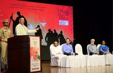 महात्मा गांधी यांच्या १५० व्या जयंतीनिमित्त मुंबईत षण्मुखानंद फाइन आर्ट्स आणि संगीत सभा या संस्थेने आयोजित कार्यक्रमात बोलताना राज्यपाल भगतसिंह कोश्यारी