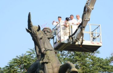Governor offered floral tributes to the equstrian statue of Chhatrapati Shivaji Maharaj on the occasion of Shiv Jayanti