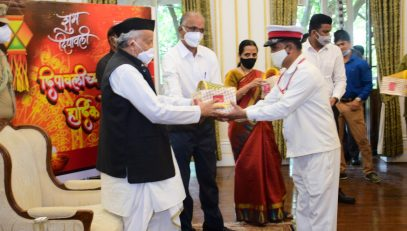 Governor distributed sweets and sky lamp to the staff of Raj Bhavan
