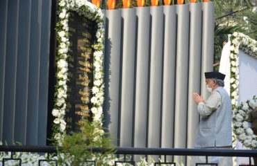 Governor pays tribute to the police officers who laid down their lives in 26/11 attack