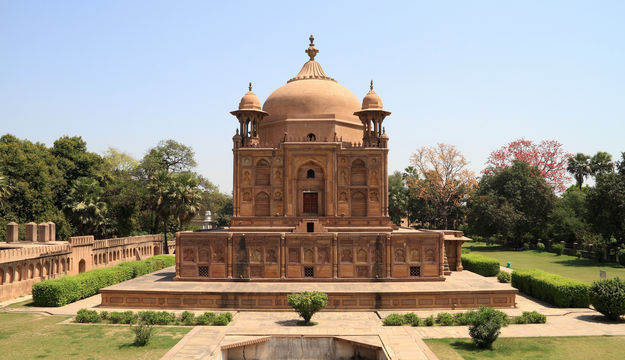 The front view of Khusro Bagh