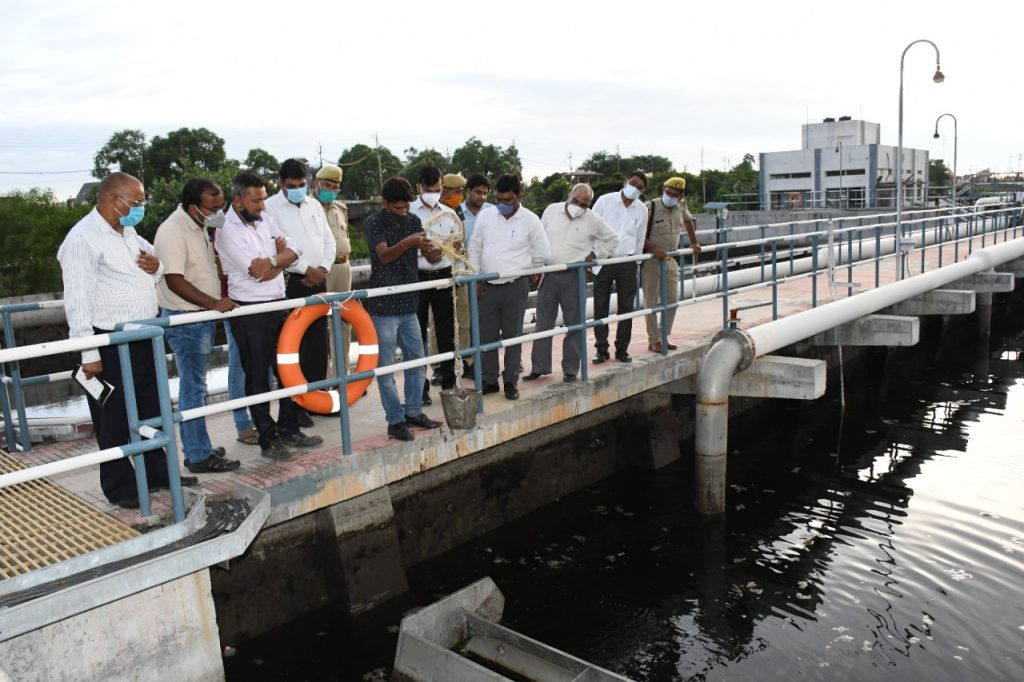 Visit of the Divisional Commissioner of Flood Affected Areas