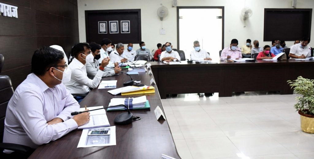 Divisional Commissioner reviewed Progress of Non-tax, Revenue Collection and of Development Works on Priority