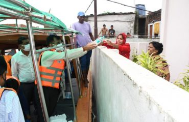 Divisional Commissioner provided relief material to the people trapped in flood-affected areas